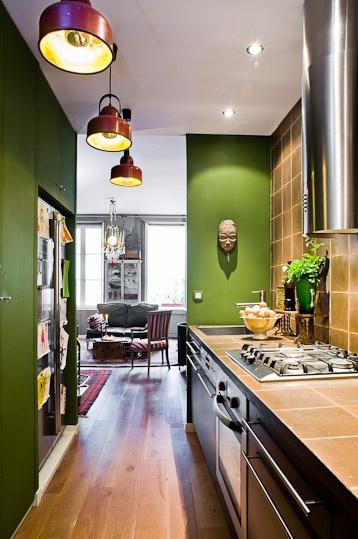 Cocina bohemia chic apartamento de un artista en par s for Idee amenagement cuisine couloir
