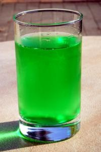 "Un Diabolo Menthe - A ""Diabolo Menthe"" is a mixed soda made from lemon-lime soda (le limonade) and flavored soda (often mint or ""menthe"")."