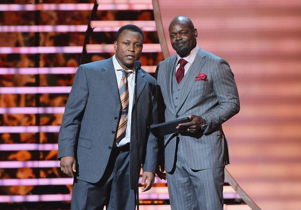 Emmitt Smith Photos Photos - Former Detroit Lions running back Barry Sanders and former Dallas Cowboys running back Emmitt Smith attend the 3rd Annual NFL Honor at Radio City Music Hall on February 1, 2014 in New York City. - 3rd Annual NFL Honors