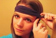 Ze vouwt haar haar in een hoofdband. Hoe het er de volgende ochtend uit ziet? Prachtig!