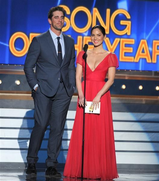 Olivia Munn becomes a Green Bay Packers fanOlivia Munn apparently didn't waste too much time soaking in the dating pool. Two weeks after it was revealed that she'd split from actor boyfriend Joel Kinnaman, she's rebounded with NFL quarterback Aaron Rodgers, reports Us Weekly.The pair, pictured at left while presenting at the Academy of Country Music Awards on April 6, were spied kissing and laughing while dining with friends last weekend at Nobu Malibu.   Munn, 33, dated Kinnaman for two ...