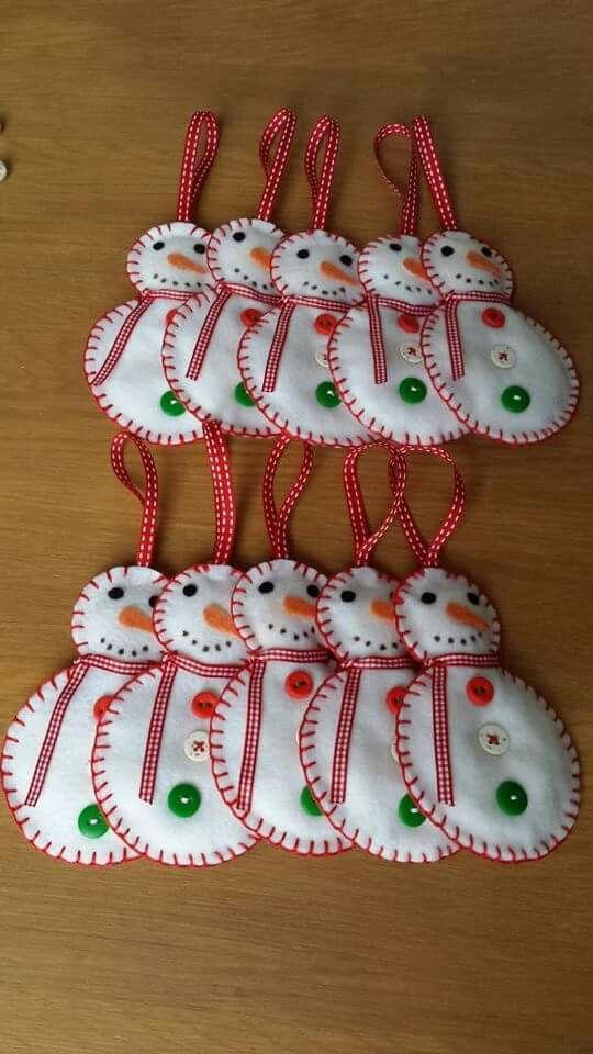 bonhomme de neige de Noël décoration de sapin en feutrine boutons Fimo