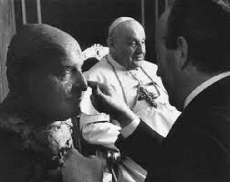 Giacomo Manzù with Pope John XXII