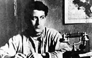 Nin en Moscu Andreu Nin en su despacho en Moscú, hacia el año 1929