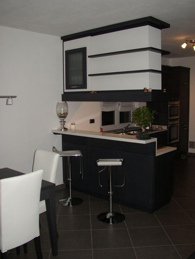 #kitchen #wengekitchen #modernfurniture #woodenfurniture Cucina artigianale, realizzata in rovere finitura wenge.