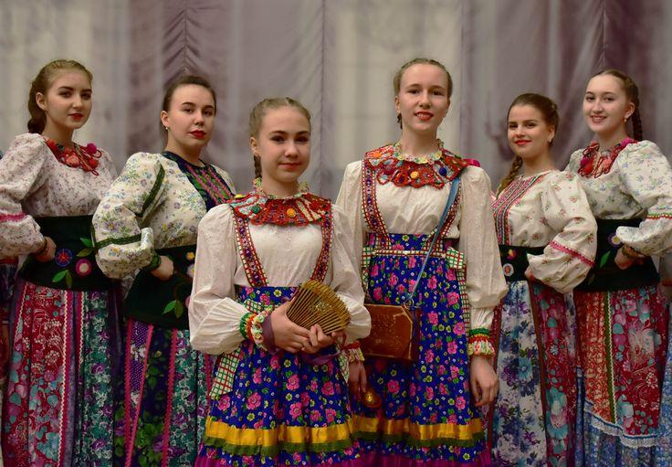 концертные костюмы. Детский центр народного искусства. дизайнер Оксана Бакеркина