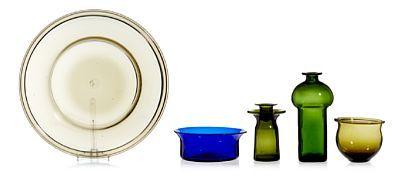RICHARD DUBORGH 1932 - 2007  Samling glass PLUS, 1960-tallet. Farget glass, den blå bollen syremerket PLUS Norway, de andre umerket. ANTALL 5