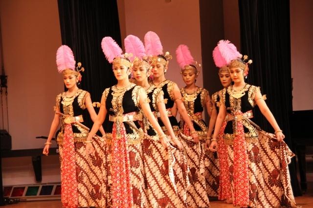 Osaka, 2010. Bedaya Sang Amurwabhumi, karya Sri Sultan Hamengkubuwono X. Yogyakarta.