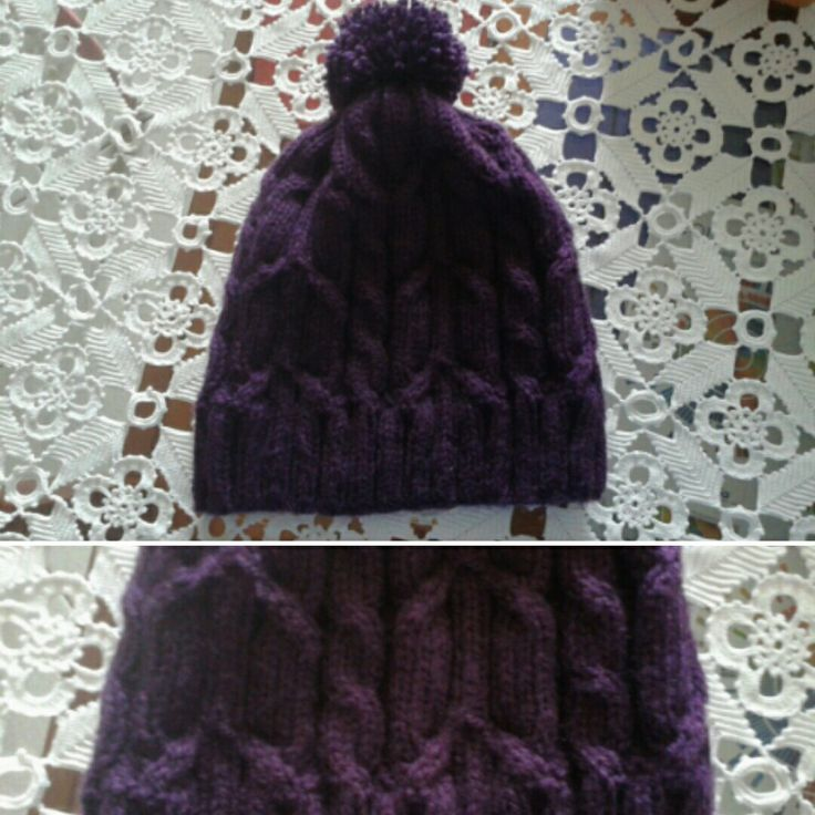Knitted cable hat with pompon