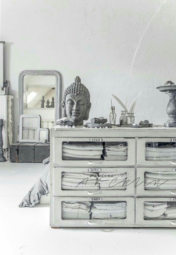 Tons neutres aux pays bas cest la grande photographe et styliste paulina arcklin qui met en scène cette maison aux pays bas à la décoration à la fois