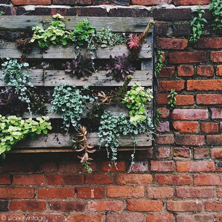 Un tr s joli diy pour d corer les murs de son jardin garden jardin dccv wall green recup - 50 astuces pour decorer son jardin ...