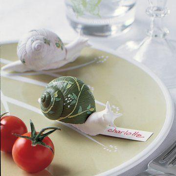 Marque-place en forme d'escargot en pâte auto-durcissante avec vraie coquille peinte