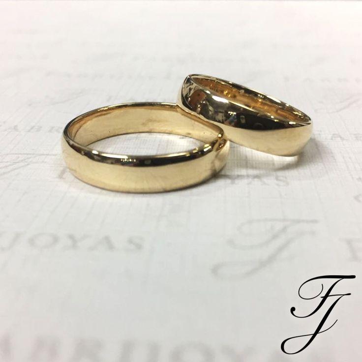 Piensa en el Futuro cuando compres tus Argollas de Matrimonio, no querrás que algo que te gusta porque está de moda, después ya no te sientas cómodo con su aspecto o diseño. Mientras que los estilos más nuevos son grandes para algunos, puede que sea mejor apagarte a un estilo más clásico si tus gustos cambian a menudo.  #ArgollasDeMatrimonioCali #ArgollasDeMatrimonioColombia #WeddingBandsColombia