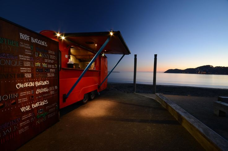 EKIM BURGERS.To make the most of this secret, pop down later in the evening to catch the last of surfers as you revel in the traditional fare, and on a clear evening enjoy stunning vistas of the South Island.