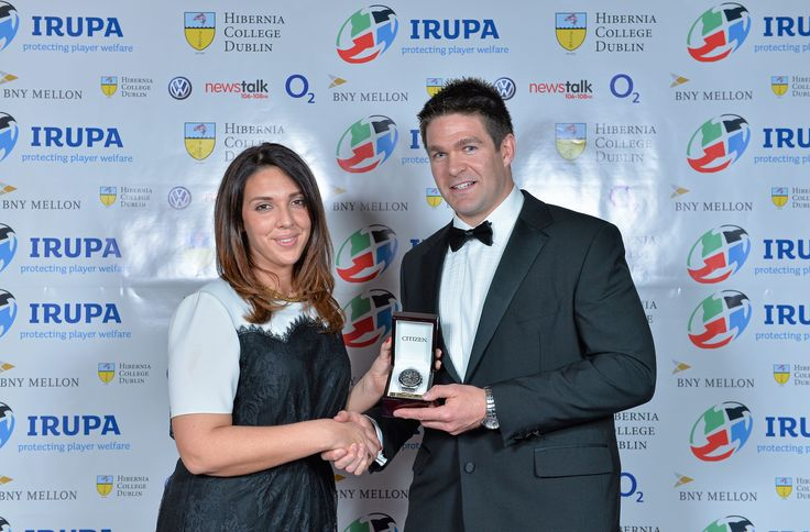 Munster's Billy Holland receives the O2 IRUPA Unsung Hero Award from Jo Donnellan of O2.  Billy was voted by the public on O2's Twitter and Facebook accounts.