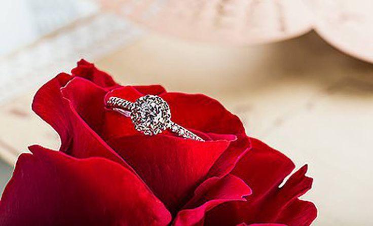 """307 curtidas, 2 comentários - Обручальные кольца (@daria.jewelry) no Instagram: """"💍Очаровательное помолвочное кольцо из белого золота 585 пробы, с натуральными Бриллиантами!🔥Из…"""""""