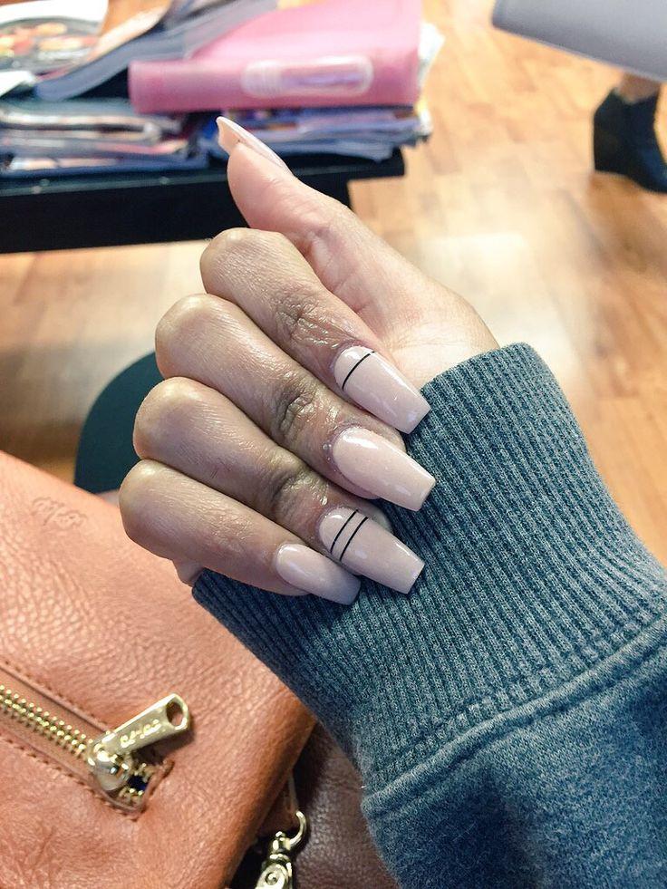 Nude coffin nails // cute nail design