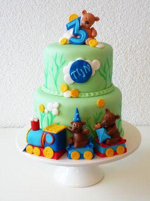 Trein taart met geboetseerde beren familie