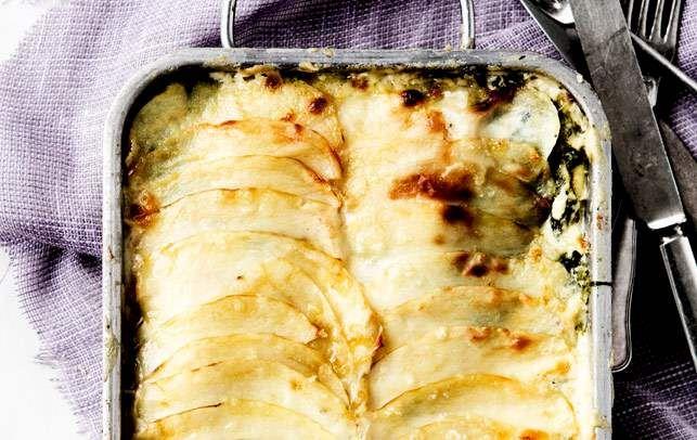 Kartoffellasagne med fisk, spinat og ostesauce - ALT.dk