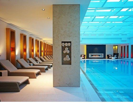 schwimmbad und ruheareal sowie schwimmbad mit tageslicht im hotel severin s resort und spa auf. Black Bedroom Furniture Sets. Home Design Ideas