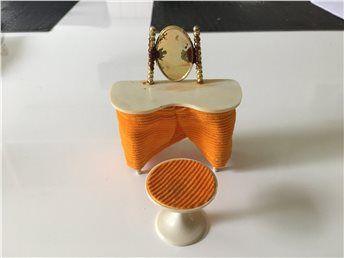 Dockskåpsmöbler BRIO sminkbord + stol (retro) kort auktion! på