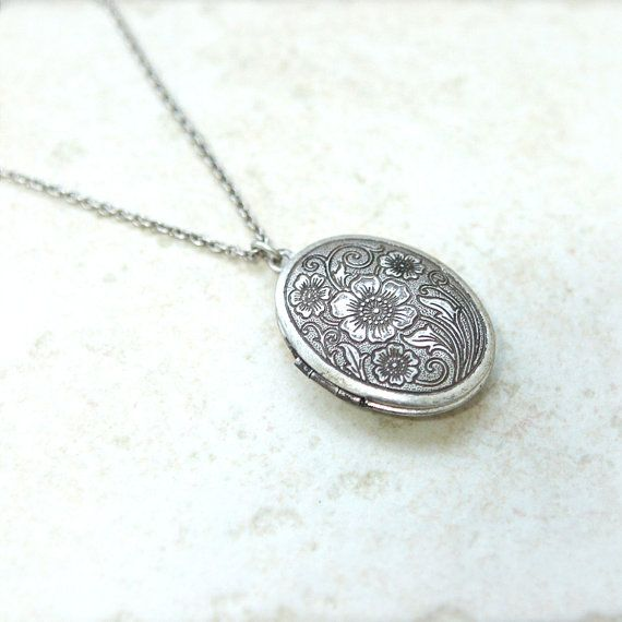 mmm: 12 Antiques, Floral Patterns, Oval Lockets, Locket Necklace, Lockets Necklaces, Floral Lockets, Antiques Style, Style Oval, Jewelry Boxes