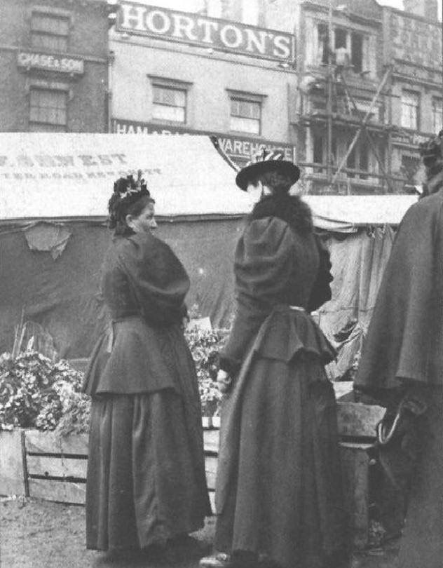 Flower sellers in the Birmingham Bull Ring in the early 1900s.