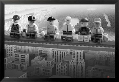 Lego, Parodie Lunch Atop a Skyscraper Posters sur AllPosters.fr
