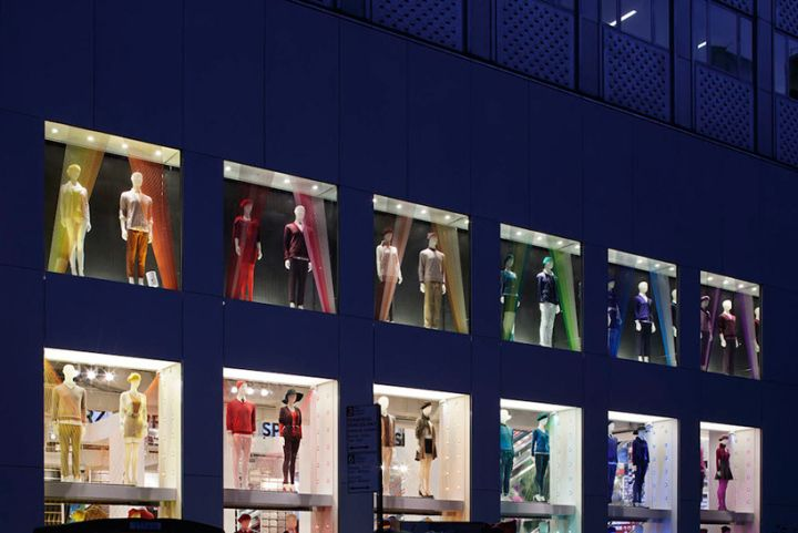 Thin Thin Thin installation at UNIQLO by Emmanuelle Moureaux, Tokyo – Japan