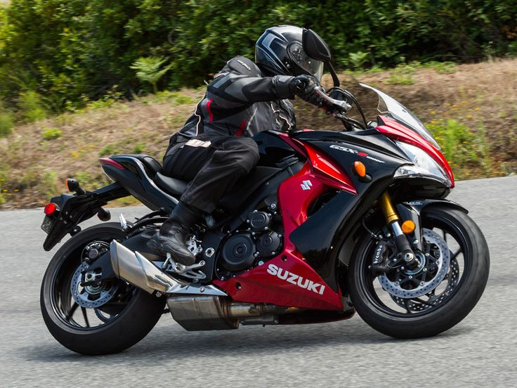 The fully faired GSX-S1000F ABS is one of three street-oriented, liter-sized sportbikes Suzuki has introduced for 2016.