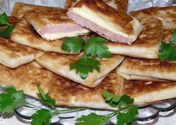 Πολίτικη Κουζίνα Αλίντα Κανάκη: Φάκελοι με Aαραβική πίτα ζαμπόν και τυρί