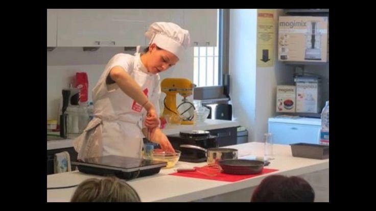 """Alcune immagini del mini corso gratuito """"In Crosta"""" presentato e realizzato da Clarissa Cazzaniga nella giornata di Sabato. Attraverso i nuovi stampi forati di Kitchenkraft, Clary ha realizzato squisite ricette: pane dolce in cassetta, crostata di rose con mele e pasticcio in crosta."""
