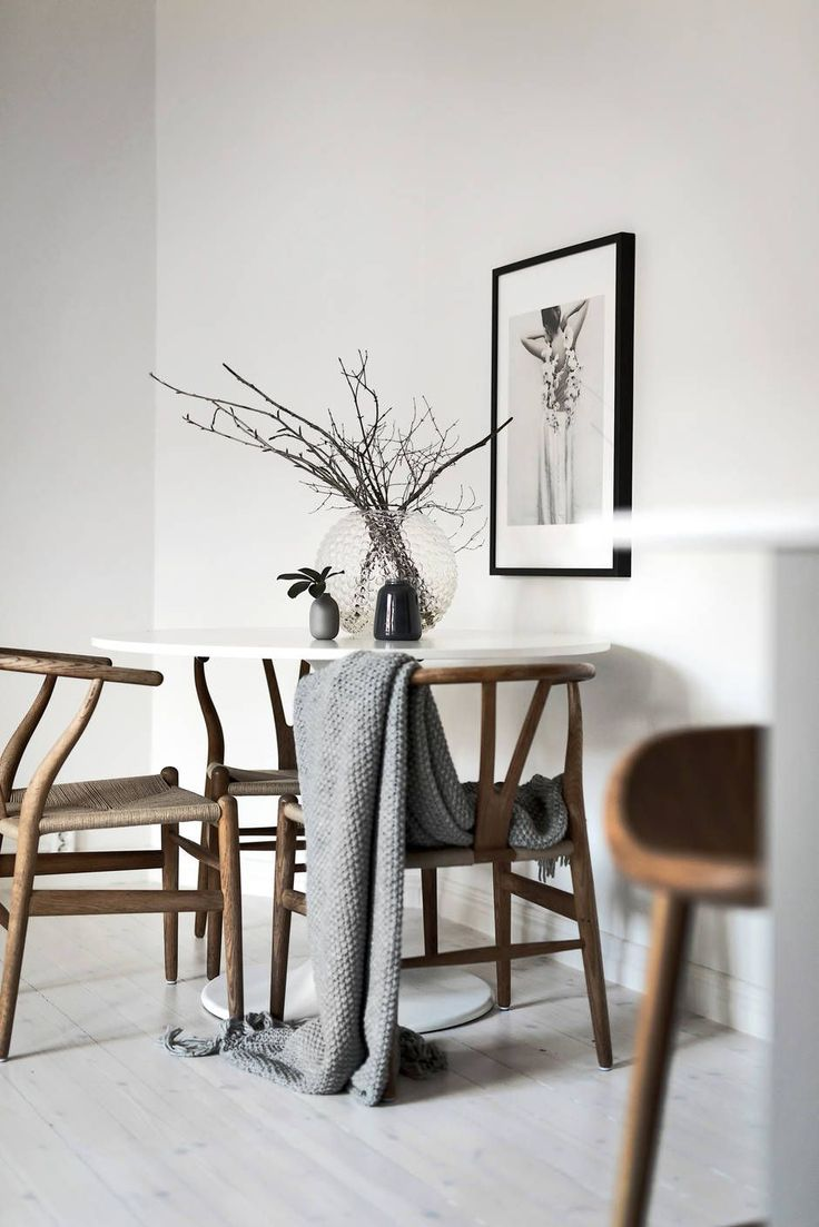 Small dining area, IKEA Docksta table, Hans Wegner Wishbone chairs