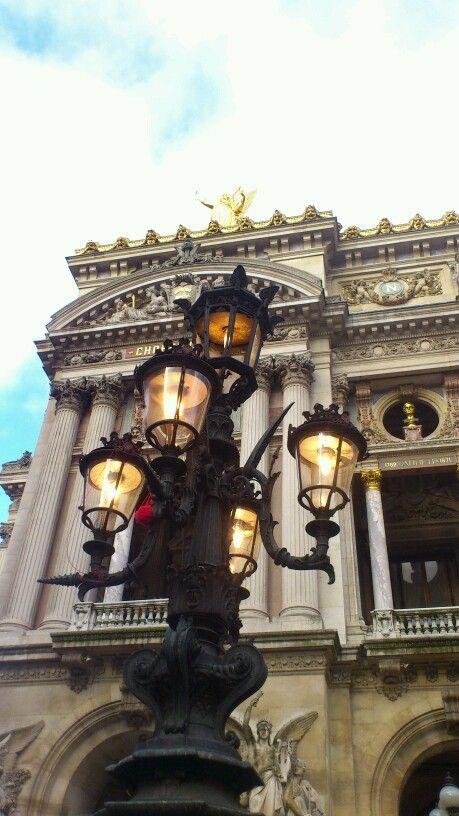 Paris, lampadaire à l'opéra
