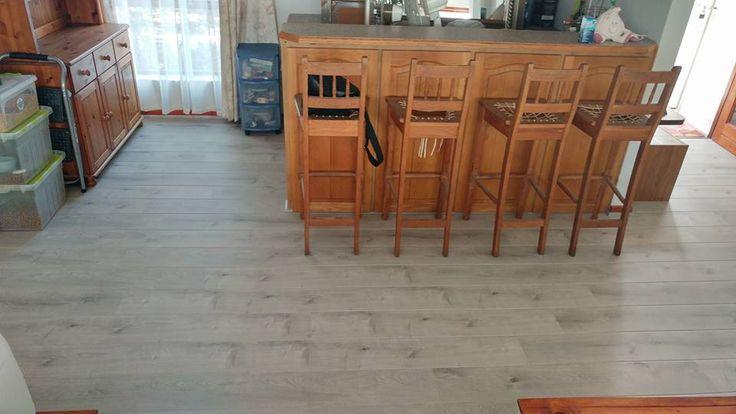 Elesgo laminált padló     Az Elesgo laminált padló csodás fózolásának köszönhetően, nagyszerű hajópadló hatást kelt.  A képen a Satin Oak padlót láthatod éppen!    Gyere és látogass el weboldalunkra és tudj meg róla még több információt! :)    www.dreamfoor.hu    #elesgo #padló #laminált     A képeket és a lerakást az IQP Goodlife Flooring biztosította!