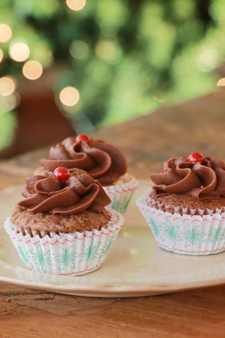 A mini cupcake with a simple chocolate buttercream and a delicious milk chocolate cheesecake cake. Yum! (scheduled via http://www.tailwindapp.com?utm_source=pinterest&utm_medium=twpin)