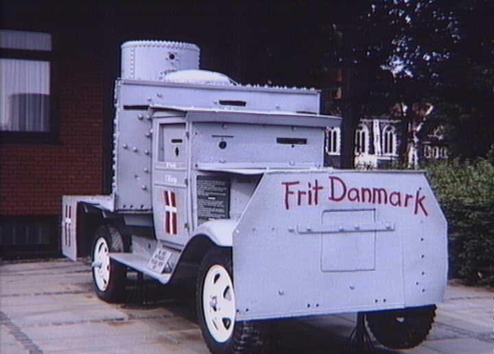 """Armeret lastvogn kaldet V3, bygget af modstandsfolk i Frederiksværk. Den danske panservogn anvendtes d. 5. maj 1945 ved arrestationen af den danske terrorgruppe """"Lorenzen-banden"""", som havde skjult sig i et sommerhus i Asserbo Plantage. Armored truck called V3, built by resistance fighters in Frederiksværk. The Danish armored car used d. 5 May 1945 for the arrest of the Danish terrorist group """"Lorenzen gang"""". Rettighedshaver:Nationalmuseet, DanmarkFotograf:Elisabeth Halgreen"""