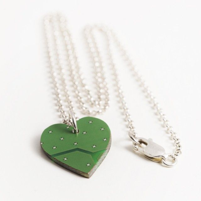Green circuit board heart necklace - Made by Leena #nordicdesigncollective #madebyleena #earrings #jewelry #green #heart #hearts #circuit #circuitboard #redesign #valentine #valentinesday #love #gift #iloveyou #iheartu #pendant
