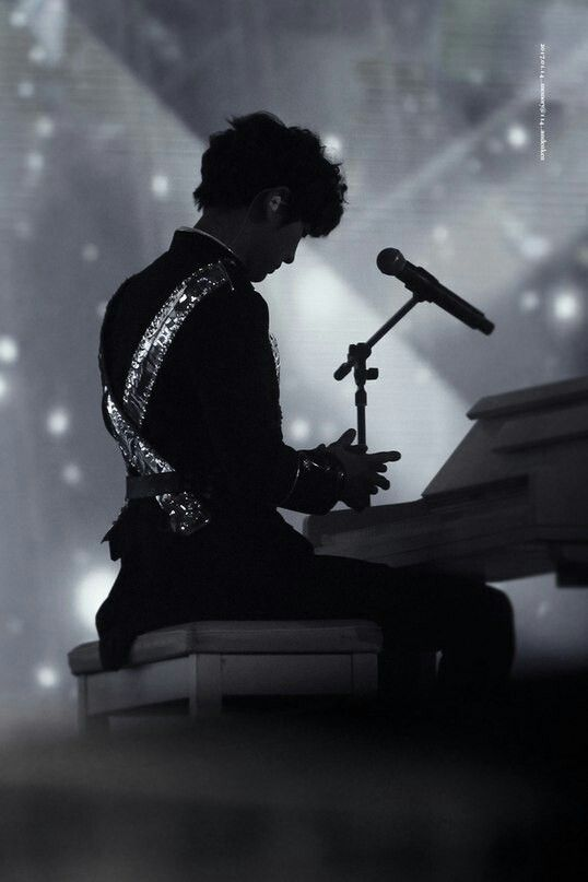 Chanyeol playing piano