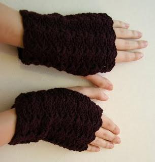 Fingerless Gloves Pattern - it's free! - Woolcrafting