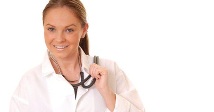 Habilidades para carreras de enfermería. Las enfermeras registradas y certificadas son importantes miembros para el sector del cuidado de la salud. Tienen muchas responsabilidades y trabajan bajo presión, pero las buenas enfermeras siempre son requeridas y pueden encontrar trabajo casi en cualquier lugar. La enfermería, sin embargo no es para todos, para ser exitosa y disfrutar tu ...