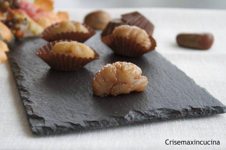 I marron glace fatti in casa. prelibate castagne cotte nelllo zucchero, una vera delizia per il palato, i complimenti da amici e parenti non mancheranno.