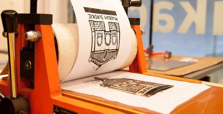 Warsztaty rysunku, malarstwa i grafiki // 22 października o godz.18.00    // Serdecznie zapraszamy na zajęcia inaugurujące cykl spotkań, dających możliwość nauczenia się podstaw rysunku, malarstwa i grafiki.   Uczestnicy będą mogli wykorzystać zdobytą wiedzę podczas zajęć praktycznych pod okiem instruktora.  Zapisy w Dziale Edukacji pod tel. 32 77 99 319 bądź mailowo: m.iwanowska@muzeumslaskie.pl. //   Wstęp 20 zł