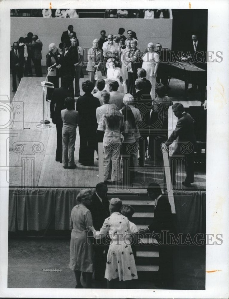 20 best kathryn kuhlman images on pinterest daughter daughters 1974 press photo crowd gathers to see faith healer kathryn kuhlman ebay fandeluxe Gallery