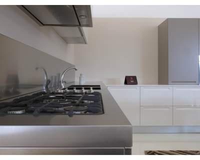 cucina extra doimo in laccato bianco lucido e opaco tortora