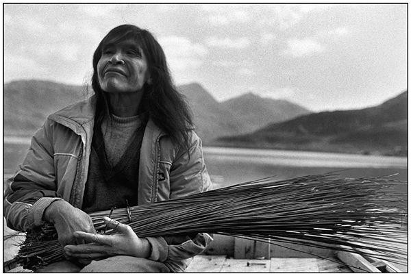 Los nómadas del mar. Los últimos Kaweskar de Chile. Paz Errázuriz