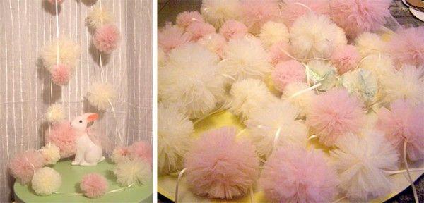 Pour une ambiance douce et feutrée, Elodie vous dévoile toutes les étapes pour réaliser un DIY pompons en tulle aux couleurs pastel