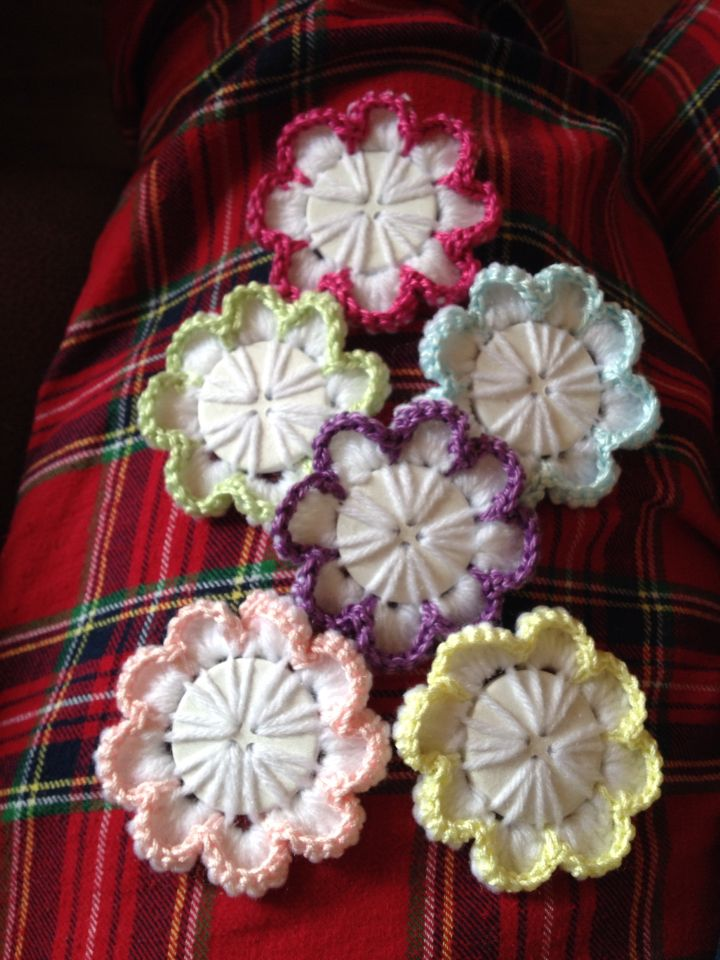 Fun !!! Crochet Button Flowers
