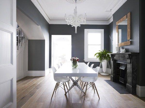 Murs gris moulures plafond blanc