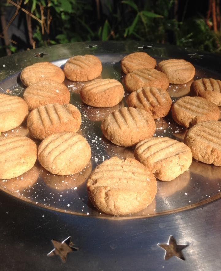 GALLETAS DE COCO sin Huevo, sin Gluten, sin Lácteos ni Grasa Animal Ingredientes: 1 taza de azúcar de caña (panela/chancaca) u o...